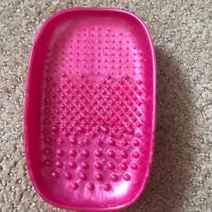 Brush cleaning tray